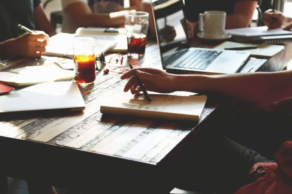 パーソナルトレーナーになる為の知識、技術を身につける方法