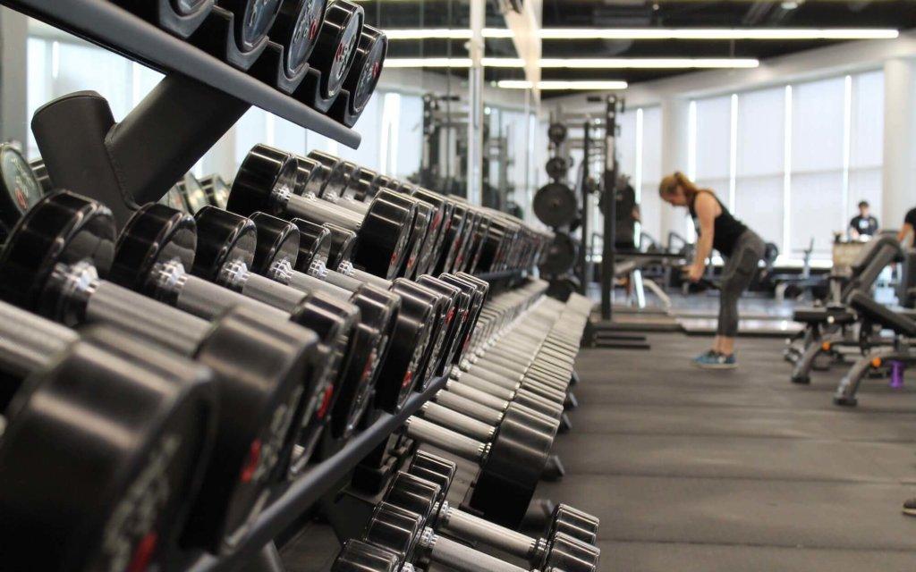 背筋を鍛えるためのダンベルトレーニング種目