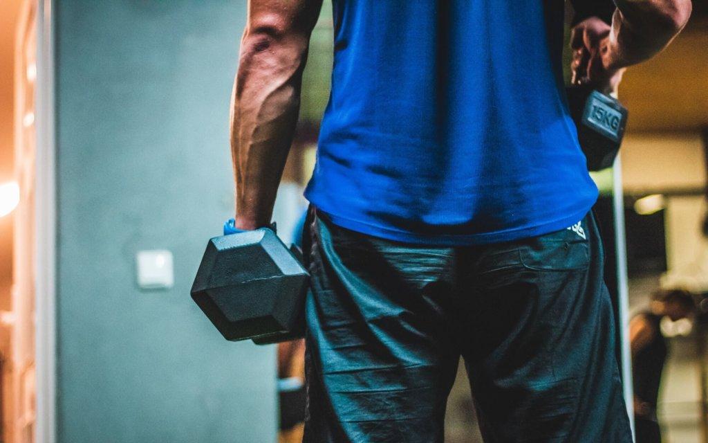 腕の筋トレ種目(ジム編)【トレーニング器具で効果的に鍛える】