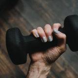 前腕を鍛えるダンベルトレーニング【見た目にも握力強化にも重要です】