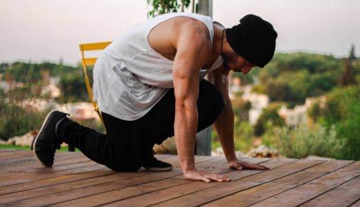 上腕三頭筋のストレッチのやり方【肩関節の可動域にも影響あります】