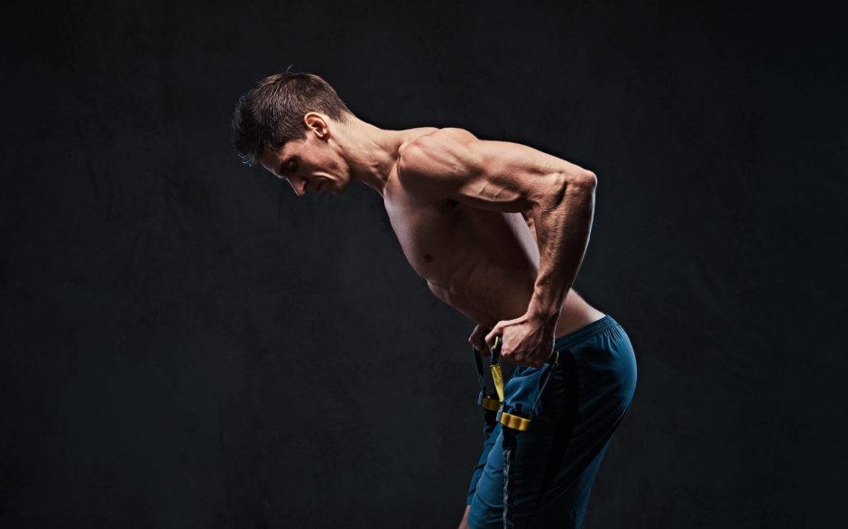 広背筋を鍛えるチューブトレーニング【逆三角形の背中づくりに効果的】