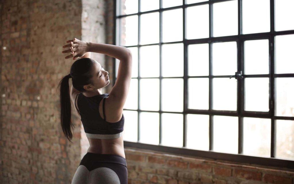 肩甲骨の可動域を広げるストレッチ