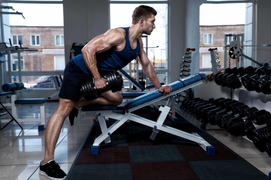 背筋を鍛えるためのダンベルトレーニング【背中づくりや姿勢の改善に】
