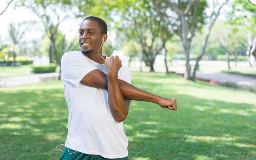 三角筋のストレッチ方法【肩こりや姿勢の改善・四十肩の予防に】