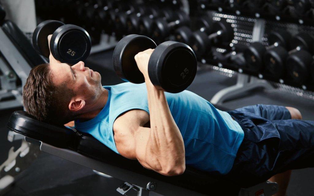 大胸筋を鍛えるダンベルトレーニング