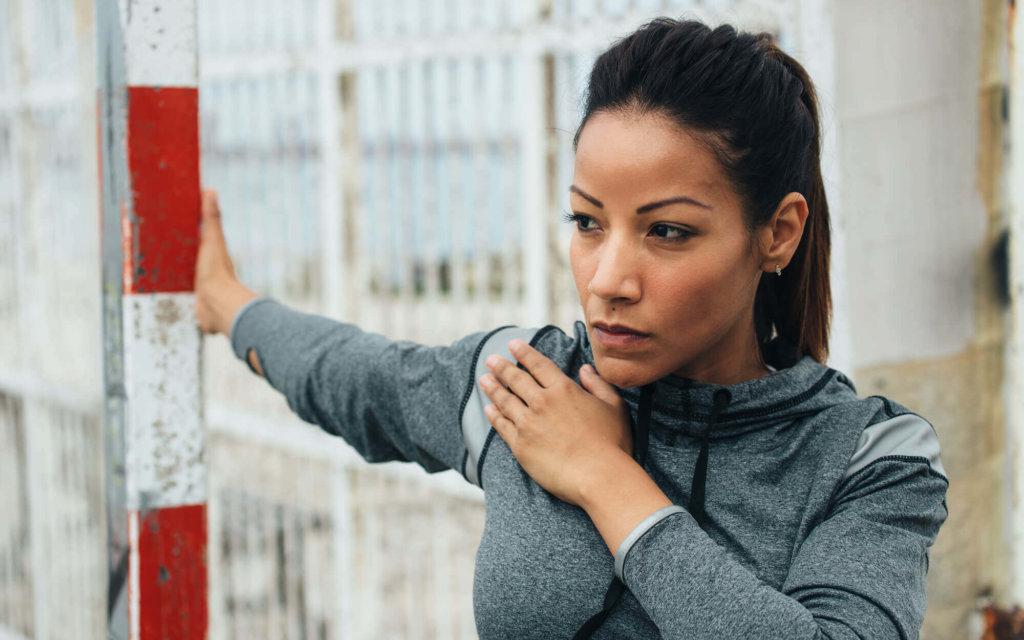 大胸筋のストレッチ方法【姿勢や腰痛、肩こり改善に取り入れよう】