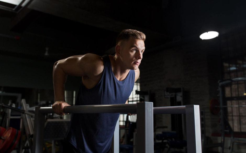 小胸筋を鍛えるためのトレーニング種目【肩甲骨を安定させる】