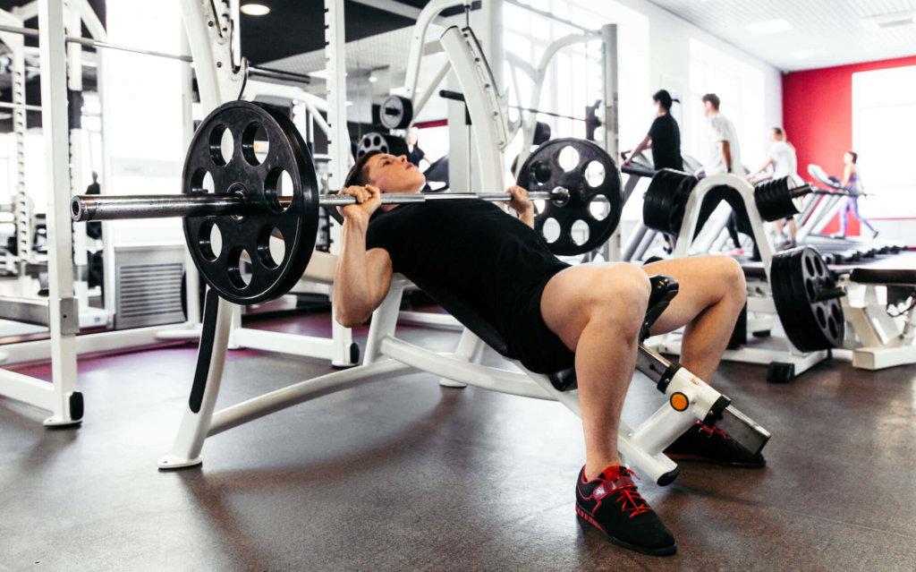 胸筋上部を鍛えるための筋トレ種目