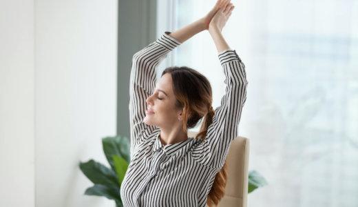 座ったままできる腹筋トレーニング【すきま時間を有効活用しよう】