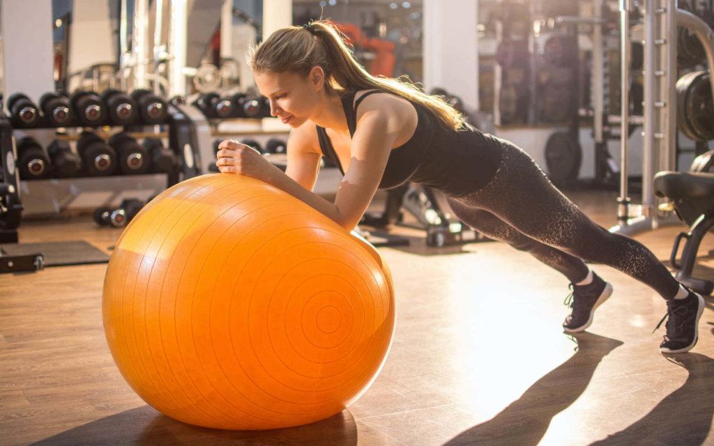 バランスボールで腹筋を鍛えるメリット