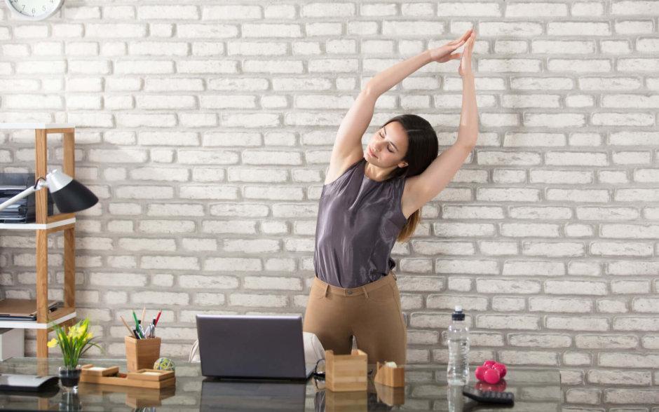 オフィスでできる腹筋トレーニング【仕事のすきま時間を有効活用】