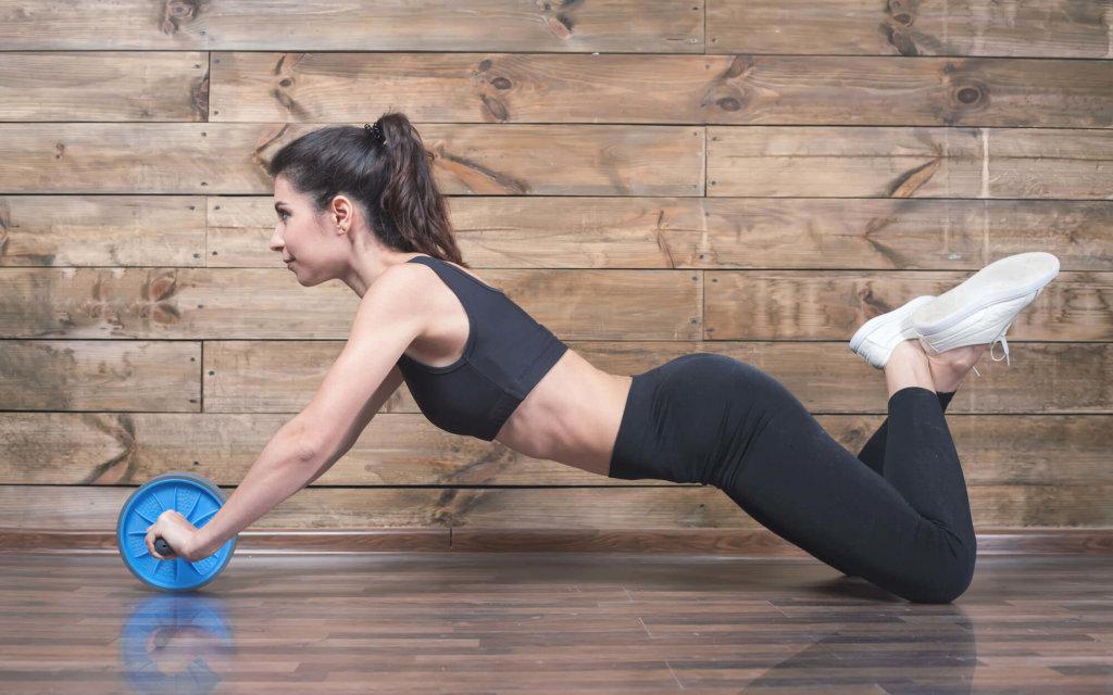 腹筋 ローラー 腰痛 い 腹筋ローラーを使ったトレーニンで腰痛を起す3つのポイントとは?
