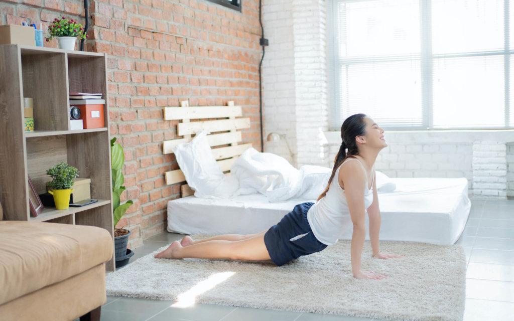 腹筋のストレッチ方法【猫背姿勢やぽっこりお腹を解消しよう】