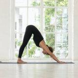 ふくらはぎの筋肉のストレッチ方法【むくみの改善や脚の疲れの軽減に】
