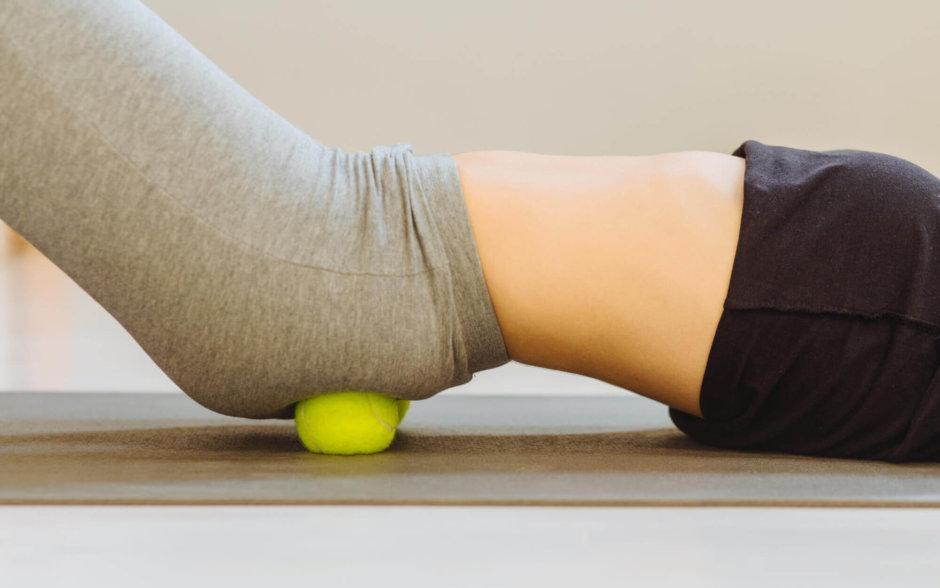 テニスボールを使った股関節のストレッチ方法【股関節の痛みを解消しよう】