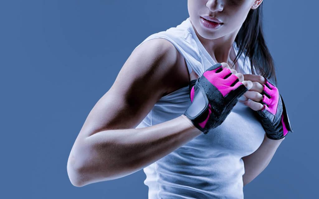 女性が肩の筋肉を鍛えるメリット