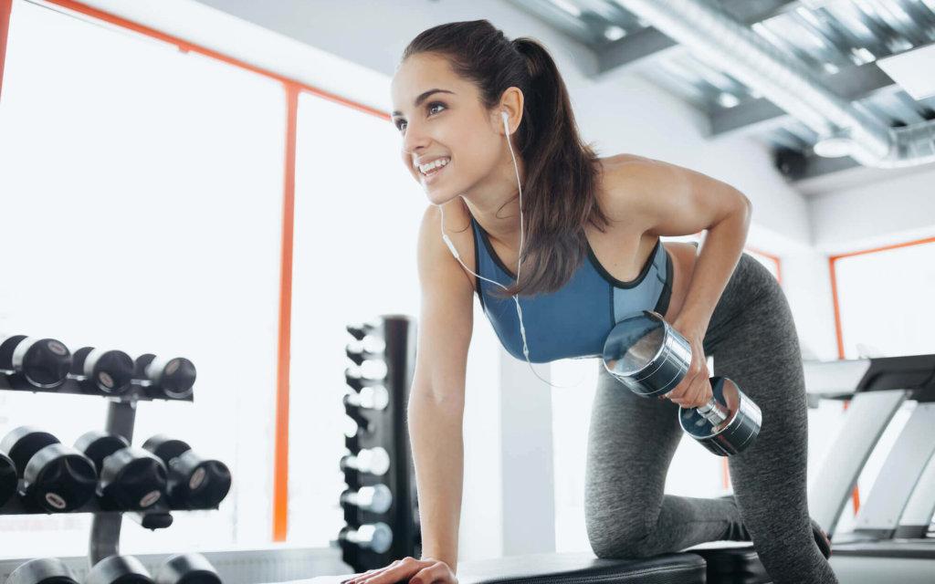 二の腕のたるみ解消におすすめのトレーニング【たるみの原因も解説します】